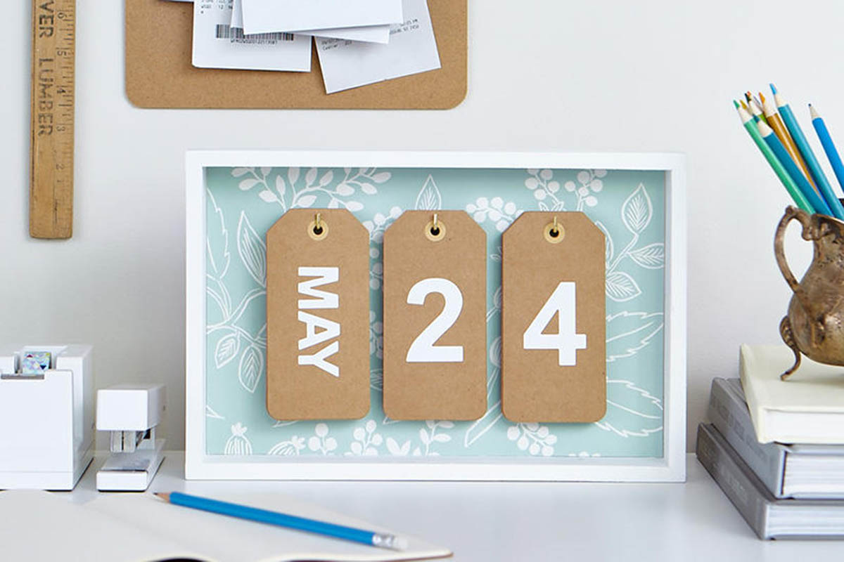 DIY: Easy Desktop Calendar